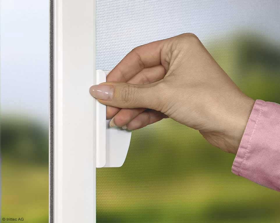 Side-hung window - detail grip plate